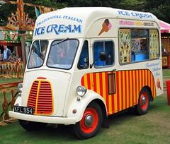 ICE CREAM VAN (ROBTHEGOB) Tags: vehicles icecream vans morris van icecreamvan morriscommercial britishvehicles morrisjtype