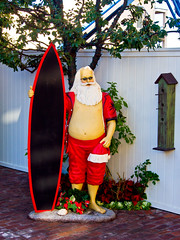 Surfer Santa (k4eyv) Tags: california christmas humor santaclaus lagunabeachcalifornia olympusomde5 olympus1250mm43lens