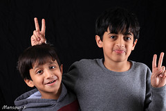 (Mansour Al-Fayez) Tags: show family portrait eye home smile face studio fun photography photo amazing interesting flickr play awesome young saudi inside riyadh saudiarabia khaled ksa mazen fayez mansour  hatem    canon5dmarkii 100mm28l