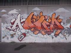 Immagine 935 (en-ri) Tags: muro wall writing torino graffiti nuvole bianco adora arancione bans chiavi murarte