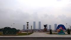Park (Luiz Edvardo) Tags: china skyline clean ghosttown sauber fest decorated innermongolia erdos geschmckt geisterstadt ordos inneremongolei