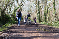 Family walk along the River Yar - IMG_3250 (s0ulsurfing) Tags: family winter boy cute canon parents spring toddler infant play faces expression walk expressions adorable william mums mum parent isleofwight innocence relaxed infants footpath bobblehat parenting minime fofinho yar 6d 2014 totland s0ulsurfing familyuk