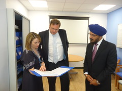 "Stephen Mosley MP visits new ICU at Countess of Chester Hospital • <a style=""font-size:0.8em;"" href=""http://www.flickr.com/photos/51035458@N07/14089405704/"" target=""_blank"">View on Flickr</a>"