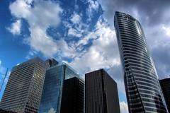 La Dfense, nuages (Les 3 couleurs) Tags: paris architecture clouds nuages iledefrance immeuble ladfense
