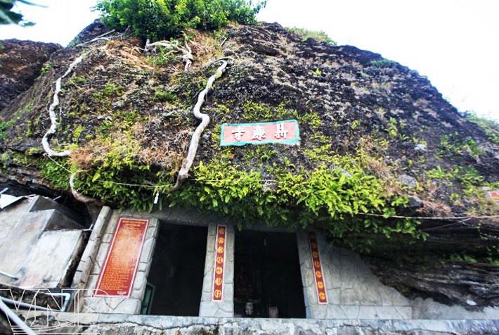 Chùa Hang Lý Sơn.