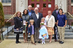 Family Photo After Violet's First Communion (Joe Shlabotnik) Tags: mom dad ben violet nancy danny sue everett firstcommunion verne 2016 afsdxnikkor35mmf18g may2016