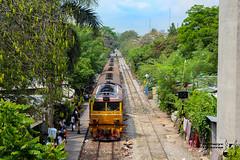 Track (Bullseye Pictures) Tags: city railroad urban station train canon thailand locals tracks zug bahnhof trains trail thai stadt phaya gleise bahnsteig zge 650d