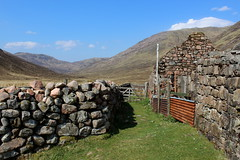 Tigh-na-sleubhaich (2) (Walruscharmer) Tags: scotland glen westhighlandway invernessshire oldmilitaryroad nationaltrail corrugatedironsheet highlandscene farmoutbuildings mamorehills alltnalairigemhoir