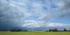 Windrder im Kontrast (Zarmarti) Tags: energie strom mecklenburgvorpommern windenergie energiewende
