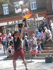 File0162 (mariej55quebec) Tags: red people woman man rouge artist femme crowd foule homme gens artistes vieuxqubec spectacle jongleur acrobates artistesderue amuseurs