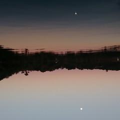 A lua e o reflexo (Brbara Camilotti) Tags: gua cu lua reflexo anoitecer