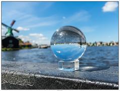 Glazenbol molens 4 (voorhammr) Tags: gras zon zaanseschans zaandam molens 2016 vakwerk huisjes blauwelucht jolandakraus