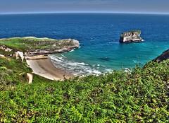 En lo alto de playa y peon de La Bayota (Rafa Gallegos) Tags: sea espaa costa coast mar spain hdr llanes cantbrico principadodeasturias