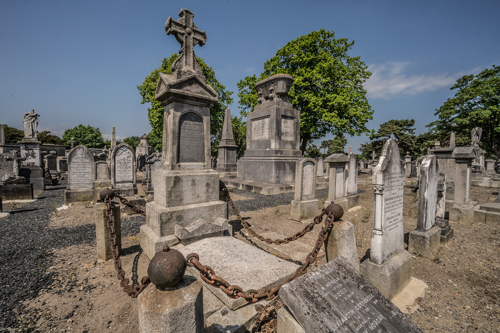 MOUNT JEROME CEMETERY AND CREMATORIUM IN HAROLD'S CROSS [SONY A7RM2 WITH VOIGTLANDER 15mm LENS]-117057