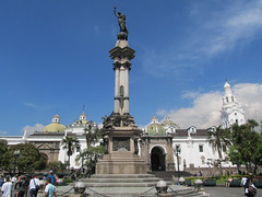 "Quito: la Plaza de la Independencia <a style=""margin-left:10px; font-size:0.8em;"" href=""http://www.flickr.com/photos/127723101@N04/27407957336/"" target=""_blank"">@flickr</a>"