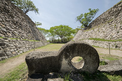Juego de pelota - Zona Arqueologica Xochicalco, Morelos (Cuernavaca, Morelos Mexico) Tags: color mexico mesoamerica nikon foto 1025 juego zona mayas pelota morelos piramide xochicalco arqueologia aztecas arqueologica tamoron 1025mm d5300