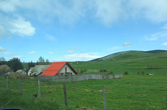 Farmhouse with bright red roof, Peter highland, Serbia (Paul McClure DC) Tags: architecture scenery serbia historic balkans srbija zlatibor peter sjenica may2016