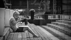 Have an break... (MK - Fotografie) Tags: street blackandwhite break streetphotography sw monochrom pause einfarbig schwarzweis streetfotografie mkfotografie