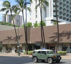 Police SUV (D70) Tags: trees hawaii waikiki coconut police palm toyota honolulu suv fjcruiser