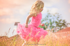 Jessica (G.B.Photography) Tags: trip family pink friends sun beauty grass children nikon child dress time sunday sunny newport d5200 familymodelgirl childbabycutekidsgirlcoloresenfantsbrightbambinicolore grazynaphotography