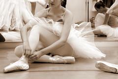La jeune fille aux chaussons (Nadia L*) Tags: dance danse grace tutu chaussons