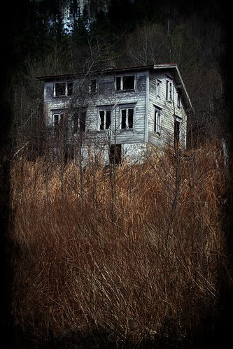 Forfallent hus -|- Decaying home