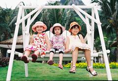 Ba cô công chúa (nck_kool) Tags: canoneos3 fujisuperia200 hảiphòng nikkor35f14 cátbà