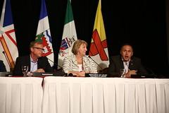 Premier/premier ministre Pasloski speaks to media/parle aux médias