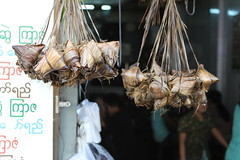 Snacks wrapped (10b travelling / Carsten ten Brink) Tags: leaf asia southeastasia chinatown yangon burma packaged snack myanmar southeast dangle birma indochine rangoon birmanie 2011 carstentenbrink iptcbasic