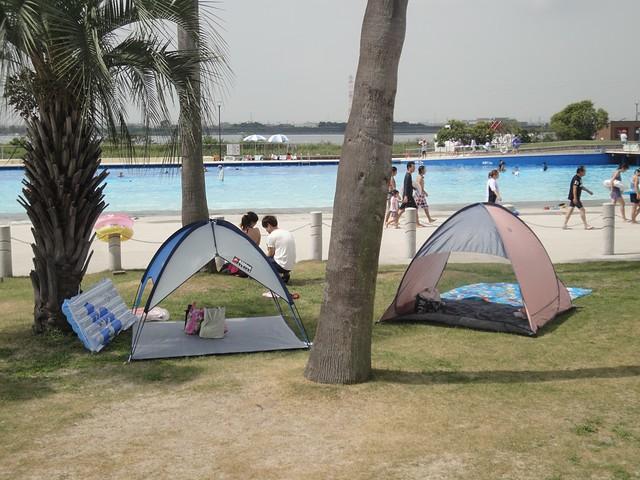 大きなテントは持ち込めませんが、サンシェードはOKです。|サンビーチ日光川