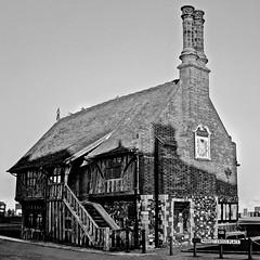 Moot Hall, Aldeburgh (Martin Cooper Ipswich) Tags: twothumbsup thumbwrestler favescontestwinner friendlychallenges