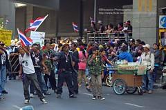 Bangkok, Lumpini, inner barricade (blauepics) Tags: road city people thailand leute cross bangkok january demonstration thai stadt 13 blockade 13th demonstrators januar kreuzung silom barricade thep lumpini 2014 shutdown demonstranten krung thailnder barrikade