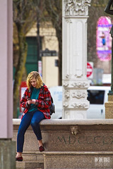 Never Alone (Ian Sane) Tags: street plaza camera old woman never fountain smart smiling oregon canon square portland lens ian photography eos town is alone phone 1st candid cell images 7d usm avenue skidmore texting sane ankeny ef100400mm f4556l