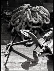 Anchor (The Dent.) Tags: film monochrome japan analog boats ship rope anchor osaka kansai barge develop taisho d7611 mamiya645e plusx125asa vision:outdoor=079