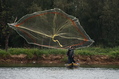The catch (Tati@) Tags: people net river fishing vietnam hoian catch throw mygearandme mygearandmepremium
