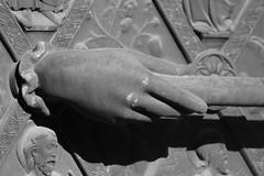 La main du Pardon (www.facebook.com/vincentfischerphotographie) Tags: blackandwhite france canon pierre main ombre strasbourg cathdrale alsace porte dtail poigne 600d canon600d rebelt3i fischerphotography fischerphotographie fischerphotograhy fischerphotograhie httpswwwfacebookcomvincentfischerphotographie