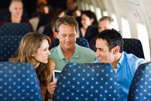 5 bí quyết giúp bạn làm quen người ấy trên máy bay