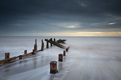 Rush (Draws_With_Light) Tags: winter sea beach water sunrise season landscape seaside structures places scene coastline filters groynes spurnhead lee09ndhardgrad leelittlestopper