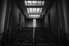 1984 (SB Photographie) Tags: architecture monochrome building batiment noir blanc black white grey interior interieur light lumiere shadows ombres stairs escaliers tv big brother 1984 fuji fujifilm xe1 canon fd 24mm contrast contraste monumental ascension up magistral socle powerful brussels bruxelles belgium belgique bozar museum muse beaux arts horta
