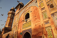 Wazir Khan Mosque - Lahore, Pakistan (Maciej Dakowicz) Tags: travel pakistan light asia pigeons muslim islam mosque punjab lahore masjid wazirkhan