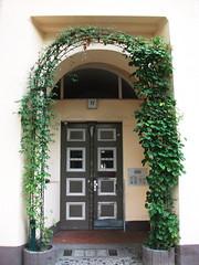 Gate,Berlin (ott1004) Tags: berlin gale charlottenburg schlosscharlottenburg lietzensee happytogohostel sberlincharlottenburg