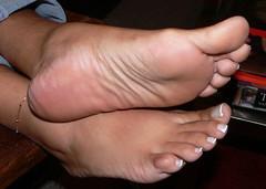 Santa 44 (J.Saenz) Tags: feet foot pies fetichismo podolatras pieds mujer woman dedo toe pedicure nail ua polish esmalte pintada toenail planta sole barefoot descalza