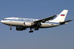 Aeroflot | Airbus A310-300 | F-OGQT | London Heathrow (Dennis HKG) Tags: london plane canon airplane airport heathrow aircraft 10d airbus su 70200 afl lhr aeroflot planespotting a310 egll skyteam airbusa310 fogqt