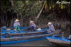 Mujeres (Mar Santorio) Tags: rio d50 river boat nikon women barca vietnam mujeres saigon mekong hochiminh