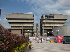 A tail of two libraries - Birmingham Central Library split in two! (ell brown) Tags: greatbritain england concrete birmingham paradise unitedkingdom crane demolition constructionsite buildingsite westmidlands dsm centrallibrary redevelopment centenarysquare chamberlainsquare bmag brutalistarchitecture demolitioninprogress bigbrum birminghammuseumartgallery johnmadin birminghamcentrallibrary ovearuppartners centenaryway dsmdemolition brutaliststyle johnmadindesigngroup birminghammuseums sirrobertmcalpinesons paradisebirmingham carillioncontractors