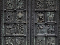 Saint Peter's door (L'Oriol.) Tags: door city saint st dom center peter bremen petri arquitecture