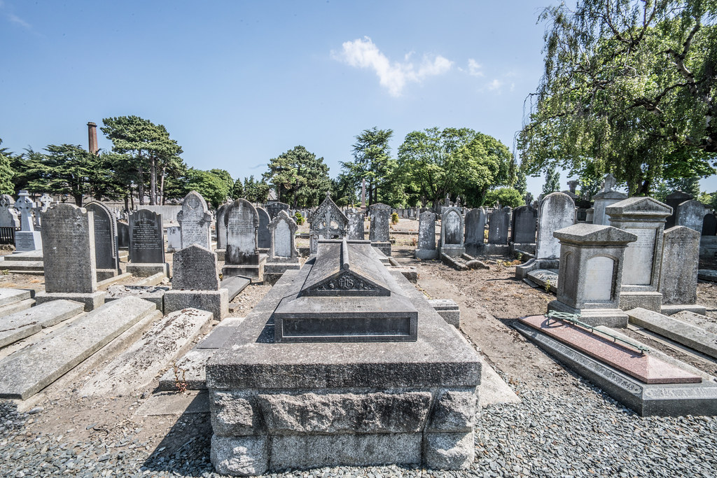 MOUNT JEROME CEMETERY AND CREMATORIUM IN HAROLD'S CROSS [SONY A7RM2 WITH VOIGTLANDER 15mm LENS]-117003