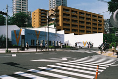 FH010035.jpg (itismoi) Tags: japan tokyo 35mmfilm nippon popup akasaka louisvuitton fujisuperiaxtra400 akasakamitsuke canonts35mmf28fd volezvoguezvoyagee