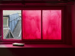 a room with a view (donvucl) Tags: windows roof red london crimson donvucl sladeschooloffineartugshow olympusem1 windowsbyduncangibbs