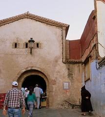 Entrada a la Medina-Chefchaouen.Marruecos. (lameato feliz) Tags: puerta medina chefchaouen marruecos